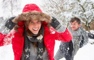 Couple en pleine forme en hiver